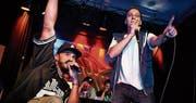 Michael Schmid (rechts) performt bei einem Beatbox-Wettkampf im Jugendkulturraum Flon in St. Gallen. (Bild: PD)