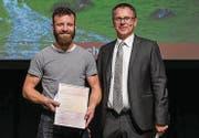 Käser Michael Graf durfte die Auszeichnung vom Juryvorsitzenden Markus Hobi entgegennehmen. (Bild: PD)