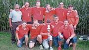Die erfolgreichen Rosenhöckler präsentieren stolz den Pokal. (Bild: PD)