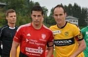 Zwei Captains: Dejan Baumann (in rot) mit Steve von Bergen anlässlich des Cupspiels Bazenheid – Young Boys (1:7) am 18. September 2016. (Bild: Beat Lanzendorfer)