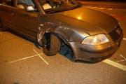 Das Auto erlitt beim Selbstunfall einen Totalschaden. (Bild: Stapo SG)