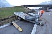 Ein technischer Defekt war wohl daran schuld, dass der Anhänger vom Lastwagen brach. (Bild: Kapo TG)