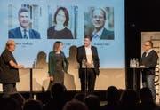 Sonja Lüthi und Boris Tschirky stellen sich im Kugl den Fragen von Reto Voneschen (links) und Daniel Wirth (rechts). (Bild: Hanspeter Schiess)