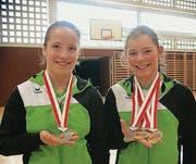 Silber für Chiara Lenzo und Natalie Roth (rechts) im Paarturnen. (Bild: gr)