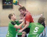 Matthias Hörler (in rot) und der SV Fides gewinnen gegen Pfader Neuhausen – und erreichen damit die Finalrunde. (Bild: Urs Bucher)