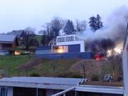 Die Bewohner des Hauses blieben beim Brand unverletzt. (Bild: Kapo SG)