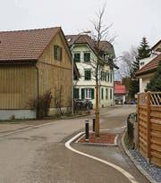 An der ebenfalls diskutierten und kritisierten Baumgrube an der Landbergstrasse will der Gemeinderat laut eigenen Angaben festhalten. (Bild: rkf)