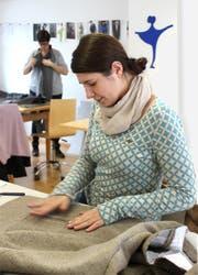 Handwerk und Design gehören zur Modeausbildung. (Bild: PD)