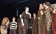Jacqueline Koller hatte nicht nur die musikalische Leitung, sie spielte auch die Rolle der Addams-Tochter Wednesday (Mitte). (Bild: Zita Meienhofer)