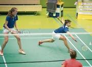 Jenny Stadelmann (rechts) und Aline Müller gewinnen das Doppel der Frauen beim 6:2-Heimerfolg über Yverdon. (Bild: Ralph Ribi)