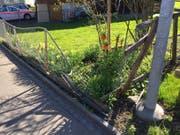 Der beschädigte Zaun in Gams. (Bild: Kapo SG)