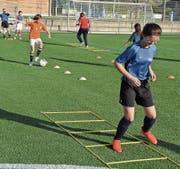 Fussballtrainings für Mädchen auf der Sportanlage Rüti. (Bild: PD)