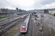 Fernverkehrszüge fahren wohl auch künftig nur zum Parkieren an den Bahnhof St. Fiden. (Bild: Urs Bucher)