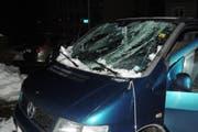 Die Frontscheibe des Wagens wurde zerstört. (Bild: Stapo SG)