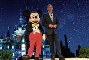 Disney-CEO Bob Iger bei der Eröffnung des ersten Freizeitparks des Konzerns in China. (Bild: Getty (Schanghai, 15. Juli 2015))
