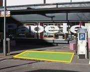 So werden sich Tanksäule und Parkplatz nach dem Bau präsentieren. (Bild: Bildmontage: rkf)