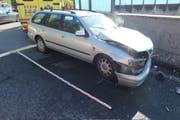 Das Auto der 67-jährigen Fahrerin erlitt einen Totalschaden von rund 5000 Franken. (Bild: Kapo SG)