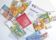 Wer keine Steuerschulden hat und auch sonst allen finanziellen Verpflichtungen nachkommt, hat gute Chancen, Schweizer zu werden. (Bild: Bea Sutter)