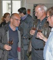 Heinz Indermaur (links), der Kandidat der CVP, war an der FDP-Wahlfeier einer der ersten Gratulanten. (Bilder: Gert Bruderer)