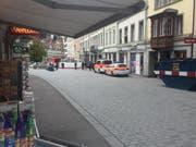 Die Polizei konnte am Freitagabend den Messerstecher fassen, nachdem dieser von einem Passanten festgehalten wurde. (Bild: Christoph renn)
