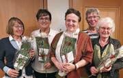 Blumensträusse für (von links) Erika Sapra, Ursula Zoller, Sophie Sauter, Ursi Frei und Sandra Dietrich. (Bild: pd)
