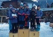 Auf dem ersten Rang der SSC Toggenburg mit Eva Metzger (links), Daria Grossniklaus (hinten), sowie Selin Lusti (rechts). 2. Rang Nordic Club Liechtenstein; 3. Rang für den Zürcher Skiverband am Bachtel. (Bild: PD)
