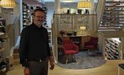 Alles umgebaut: Ueli Schneider im Laden an der Goliathgasse. (Bild: Leonardo Da Riz)