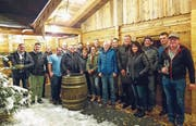 Das OK des 105. St. Galler Kantonalschwingfestes 2019 und seine Helfer feiern die Vergabe bei der Eisbahn in Altstätten. (Bild: pd)
