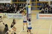 Die Spielerinnen von Volley Toggenburg verpassten gegen Genf trotz starker Gegenwehr eine Überraschung. In der Tabelle ist die Mannschaft auf Platz 6 abgerutscht. (Bild: Reinhard Kolb)