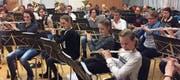 Jugendmusik und Konkordia bei einer Probe für das letztjährige Konzert. (Bild: pd)