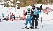 Den teilnehmenden Familien machten die gemeinsamen Stunden im Schnee viel Spass. (Bilder: PD)