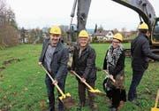Mit dem Spatenstich haben die Arbeiten an der Wohnüberbauung Schlösslipark im Haggen begonnen. (Bild: Leonardo Da Riz)