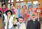 Die Bütschwiler Primarschüler machen Zirkus: Diesen Freitag zeigen sie in der Turnhalle Dorf in Bütschwil, was sie von Zirkuspädagoge Thommy Müller vom «Circus Balloni» an Akrobatik, Komik und Zauberei gelernt haben. (Bild: Sylvia Baumann)