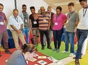 Es werden Freiwillige gesucht, die Flüchtlingen helfen, die deutsche Sprache zu erlernen. (Bild: gk)