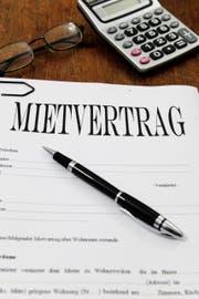 Der Mietvertrag regelt das Verhältnis zwischen dem Eigentümer einer Wohnung und dem Mieter. (Bild: Archiv)
