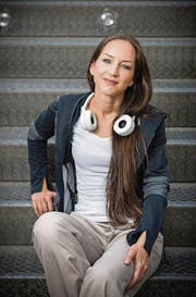Von FM 1 zu SRF 3: Hana Gadze wurde unter 100 Bewerberinnen und Bewerbern ausgewählt. (Bild: Urs Bucher)