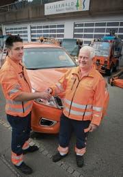 Marco Fässler tritt die Nachfolge von René Allenspach (rechts) als Bauamtsarbeiter an. (Bild: Ralph Ribi)