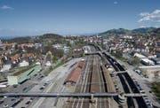 Beim Bahnhof St. Fiden werden die Areale links und rechts der Gleise umgezont. (Bild: Ralph Ribi (10. April 2017))