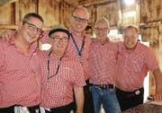 Sie sind dicke Freunde und betreiben gemeinsam die Fussballhütte in Oberbüren: Roman Taiani, Daniel Fürer, Michael Frick, Martin Koller und Kosmas Brühwiler (von links). (Bild: pd)