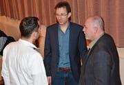 Gemeindepräsident Roman Habrik (Mitte), Schulpräsident Orlando Simeon (rechts) und Gemeinderat Michael Sutter erleben, entgegen den Erwartungen, ruhige Vorversammlungen. (Bilder: Beat Lanzendorfer)