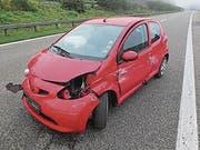 Am Auto ist ein Totalschaden entstanden. (Bild: Kapo SG)
