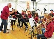 Die SSC Big Band Rheintal gibt dem Balgacher Kilbi-Fest mit jazzigen Tönen eine ganz besondere Note. (Bilder: Max Tinner)