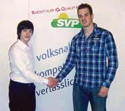 Die SVP Widnau mit junger Führung: rechts Präsident Silvano Kühnis und links Kantonsratskandidat Manuel Faleschini. (Bild: pd)