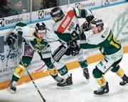 Harte Duelle im Playoff-Spiel zwischen dem HC Thurgau und Olten. (Bild: Mario Gaccioli)
