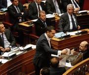Premier Alexis Tsipras bei der Abstimmung über die Einsetzung des Untersuchungsausschusses. (Bild: Alexandros Vlachos/EPA (Athen, 21. Februar 2018))