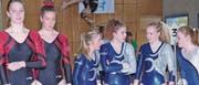 Die Damen des STV Widnau (Mitte) im Gespräch mit den Mitturnerinnen. Rahel Masiero und Jasmin Chéreau. (Bilder: Ulrike Huber)