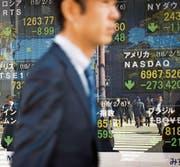 Der Kurseinbruch an der Wall Street hat gestern auch an asiatischen Börsen für gewaltige Verluste gesorgt. (Bild: Noriko Hayashi/Bloomberg (Tokio, 6. Februar 2018))
