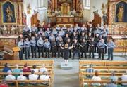 Die Chorgemeinschaft Muolen, Salmsach, Langrickenbach trat mit 50 Sängern auf. Die Jury erteilte ihnen die Note «sehr gut». (Bild: Urs Bucher)