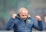 Mit einem Sieg in die Winterpause: Giorgio Contini jubelt nach überstandener Sittener Schlussoffensive. (Bild: Urs Bucher)