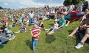 Perfektes Sommerwetter, perfekte Stimmung und «ausverkauft»: Das St. Galler Kinderfest Jahrgang 2012 zog schätzungsweise 50 000 Personen auf die Kinderfestwiese. (Bild: Coralie Wenger)